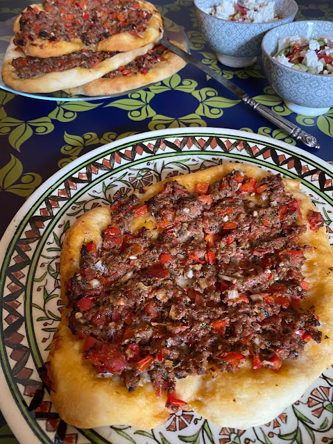 Lahmacun türkische Hackfleischpizza