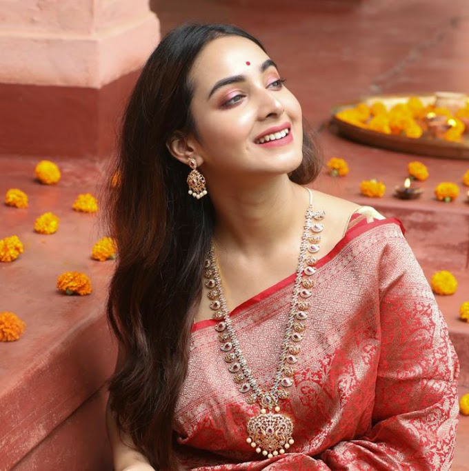 Indian jewellary designs Bridal Jewellery online from this brand are curated for modern Indian bride's  Traditional temple jewellary