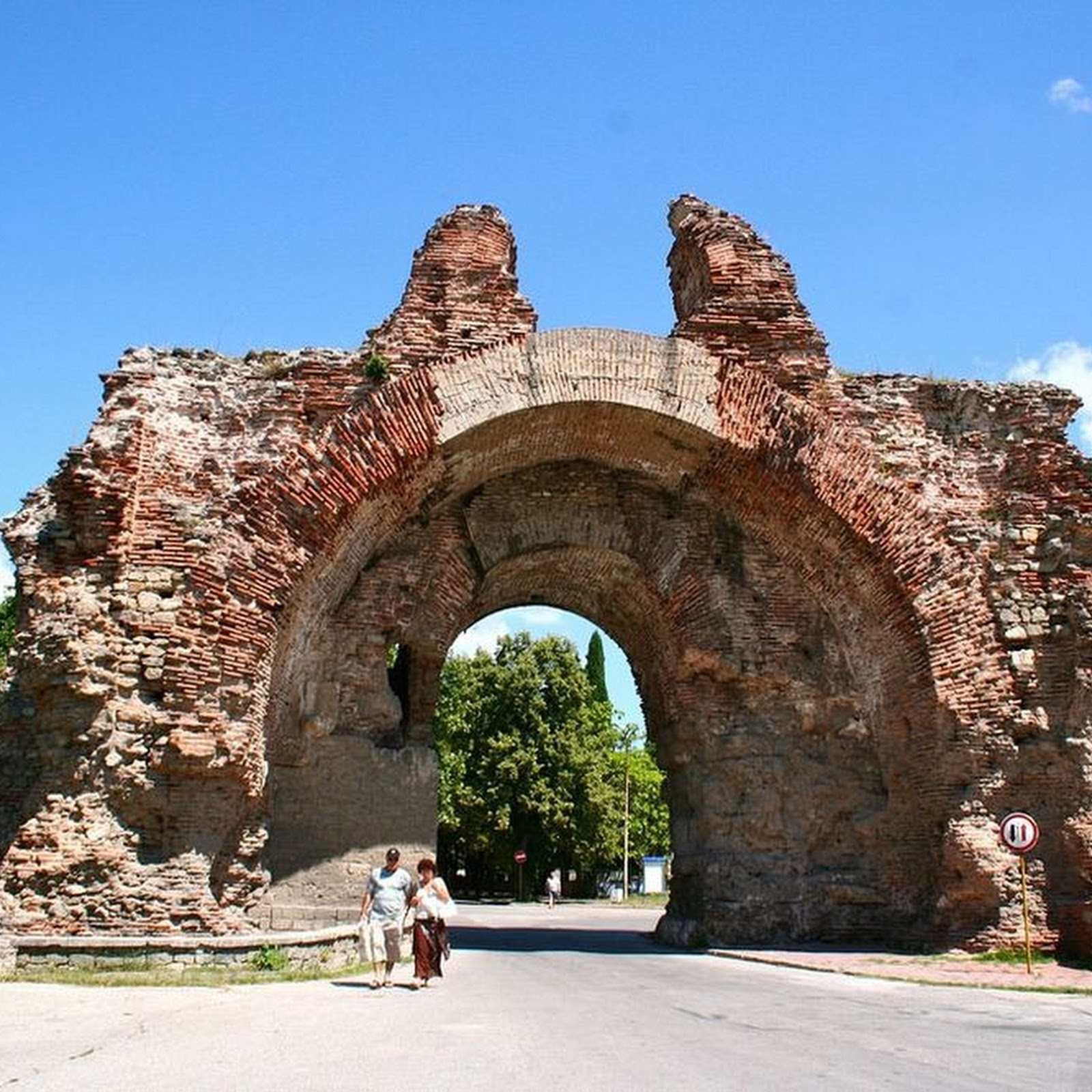 The Ancient Roman Walls of Hisarya