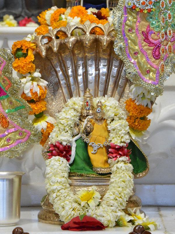 ISKCON Ahmedabad Deity Darshan 02 Mar 2016 (3)