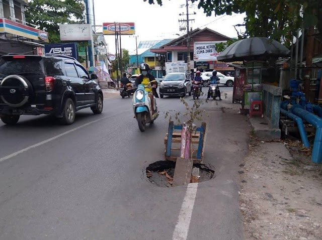 Ini Penyebab Jalan Amblas di Kampung Melayu Darat