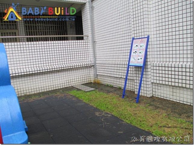BabaBuild 立柱式遊戲安全告示牌