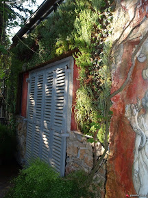 facade végétalisée sur le restaurant chez BRUNO a LORGUE VAR 83 MUR FLORAL MUR VEGETAL. MUR DE VERDURE.MUR VERT .GREEN WALL