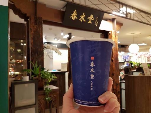 A cup of iced milk tea from Chun Shui Tang