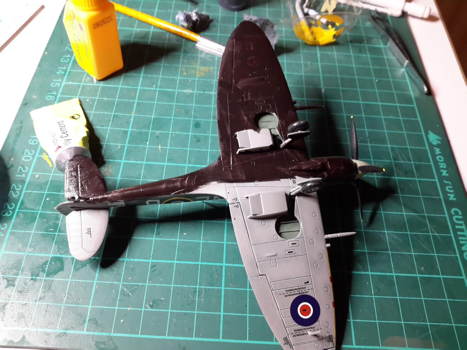 Kitpix: Airfix Tribute Forum Spitfire Group Build