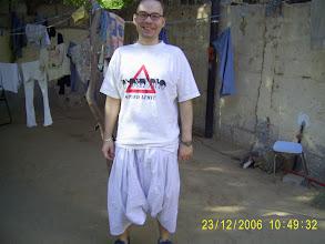 Photo: Ich stolz in der neuen Landestracht, leider trägt kein Einheimischer die Hose ohne einen Boubou.