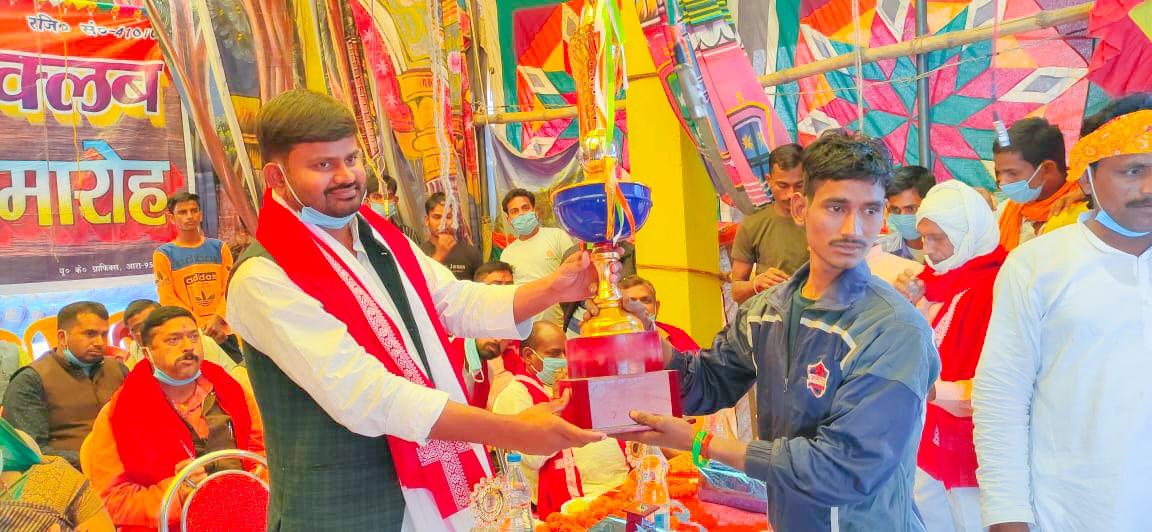 छठ महापर्व: जगदीशपुर में तैराकी प्रतियोगिता में बक्सर के अरुण बने चैंपियन