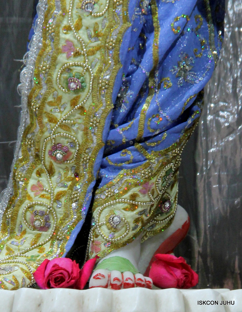 ISKCON Juhu Mangal Deity Darshan on 20th Oct 2016 (32)