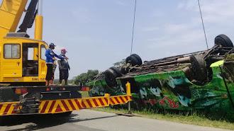 Mobil Pembawa Karyawan Terjebur ke Kali Citarum III , Karawang