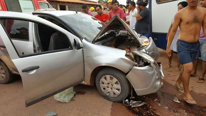 Em Itaituba Carro bate em ônibus da APAE