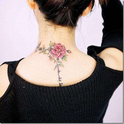 una_rosa_diferenciada_en_la_espalda