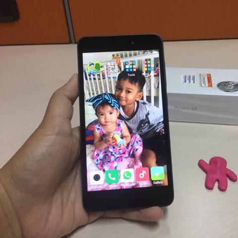 Smartphone Untuk Anak Saat Orangtua Bekerja