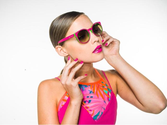 3fc004816519b Modelos lindos e principalmente com proteção UVA e UVB, as vezes não  percebemos o mal que fazemos aos nossos olhos, quando compramos aqueles   óculos , ...