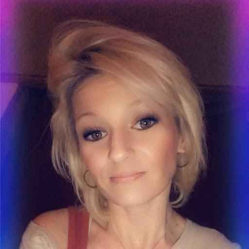 user Liv Smith apkdeer profile image