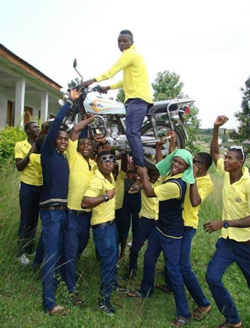 Viral Photo of Secondary School Students Celebrating Their Graduation In Style