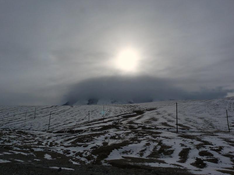 XINJIANG. Karakoram Highway, lune des plus haute route au monde, en passant a 4400 m - P1280643.JPG