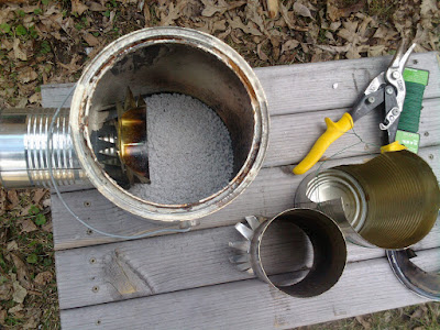 The 4 cans, wire and perlite to rebuild the Pocket Rocket Stove