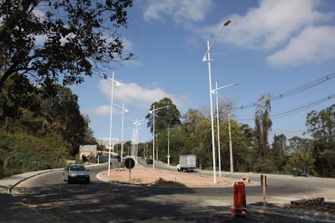 Av. Jorge de Souza: iluminação e mudanças no trânsito à vista