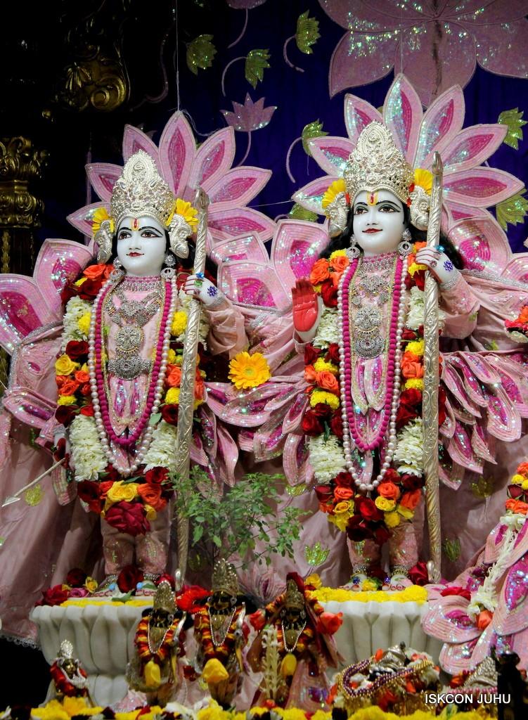 ISKCON Juhu Sringar Deity Darshan 5 Jan 2017 (25)