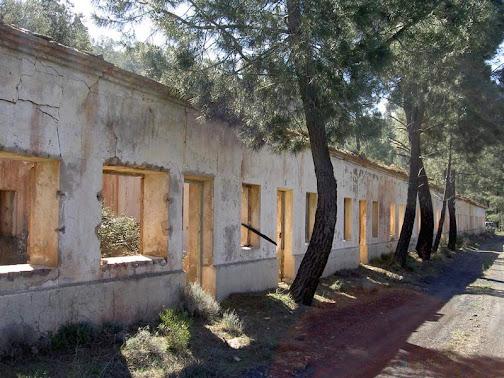 Edificio de servicios de la mina (Fot. J.M. Sanchis, 2010)