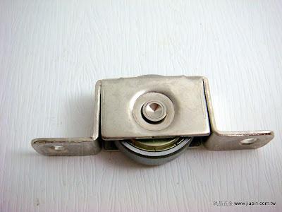 裝潢五金品名:6分書櫃平輪材質:鐵製品載重:40KG功能:可適用#0139軌道玖品五金
