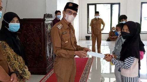 Bupati Limapuluh Kota Safaruddin Dt. Bandaro Rajo Salurkan Santunan Kepada 41 Anak Yatim
