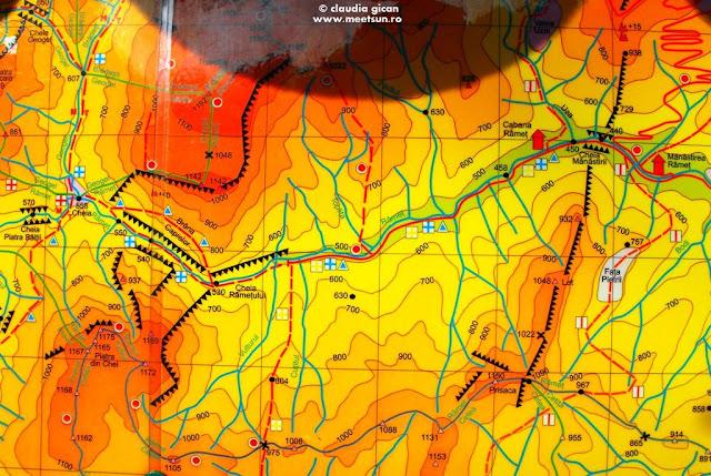 fragment Harta turistica a Muntilor Trascaului. Panou de la Cabana Ramet