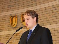 21 Konkoly Attila, a HÖK elnöke olvasta fel a gólyák esküjének szövegét.jpg