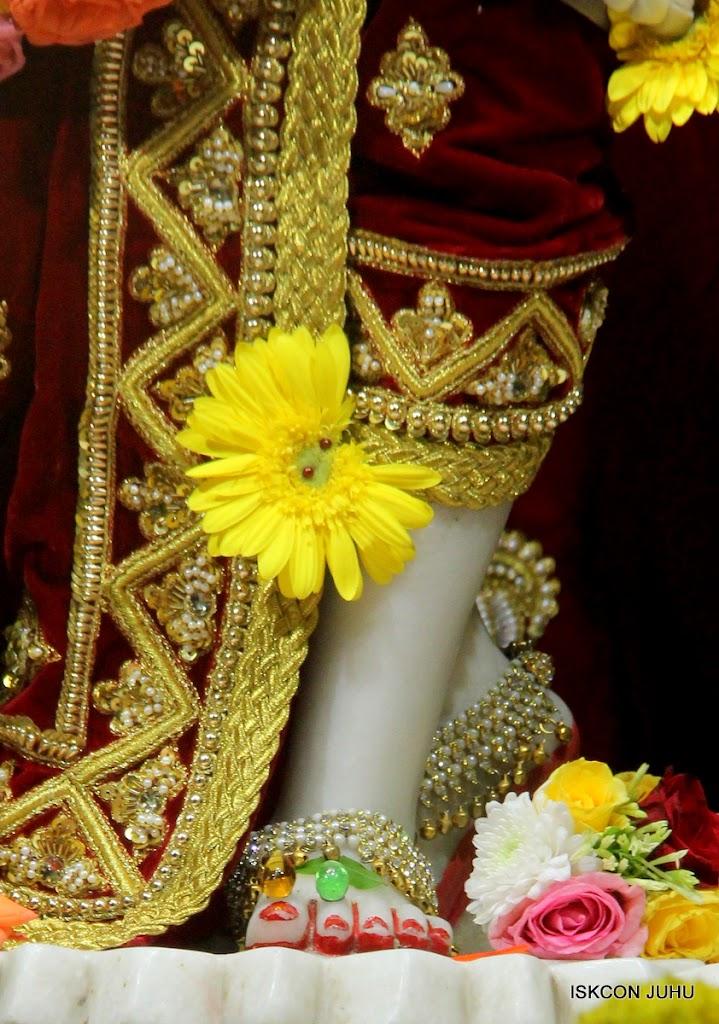 ISKCON Juhu Sringar Deity Darshan on 5th Aug 2016 (50)