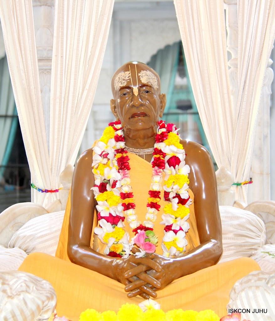 ISKCON Juhu Sringar Deity Darshan on 1st May 2016 (49)