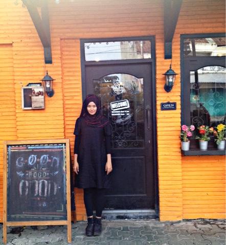 maniak-makan-resto-ngehits-di-solo-warung-orange-tammy