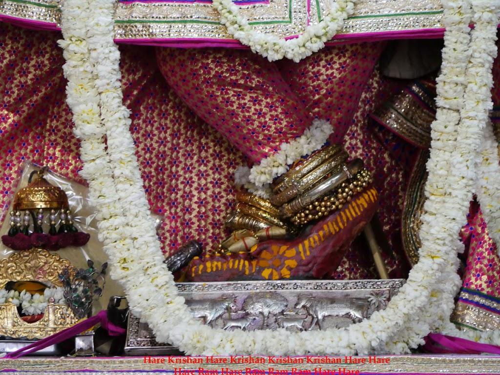 Radha Govind Devji Deity Darshan 30 Mar 2016  (17)