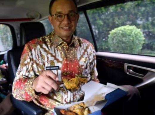 Warga Papua Diduga 'Bedakan' Ganjar dan Anies Saat Disambut, Netizen: Gubernur Rasa Presiden, Cari Panggung