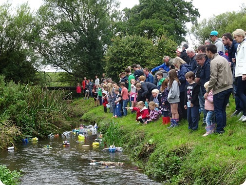 Start of Childrens Model Boat  Race