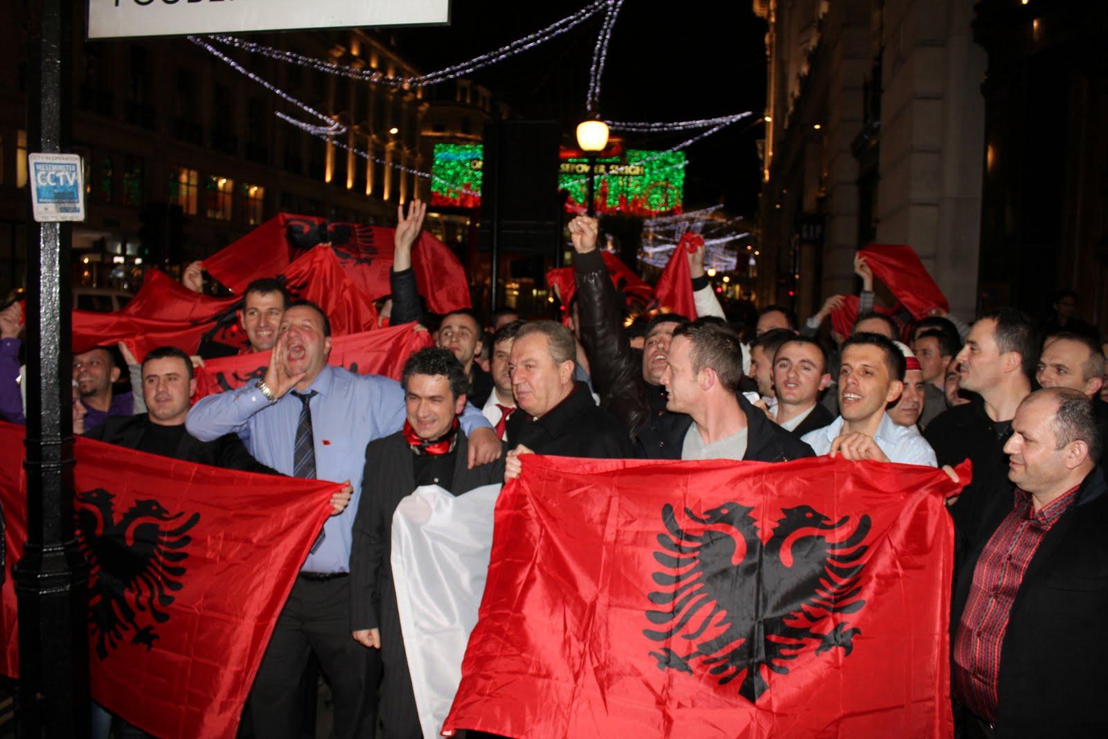 Aleanca Kuq e Zi feston në qendër të Londrës, 22.12.2011