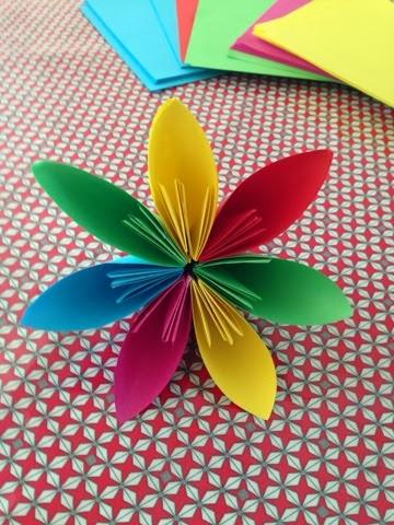 les petites m celles des jolies fleurs en papier pliage diy origami. Black Bedroom Furniture Sets. Home Design Ideas