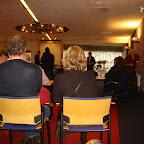 De leerlingen van groep 8 wisten van niets en waren naar de raadzaal in Buitenpost gelokt voor een zogenaamde excursie.