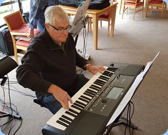 Peter Longbottom playing his Korg Pa600.