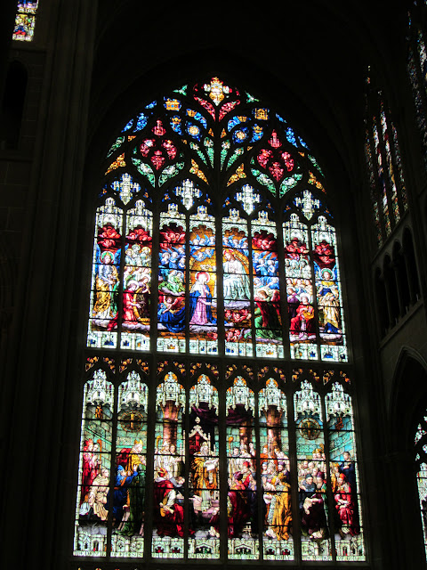 St. Mary'sOne of the largest stained glass windows in the world Cathedral Basilica of the Assumption, Covington, KY