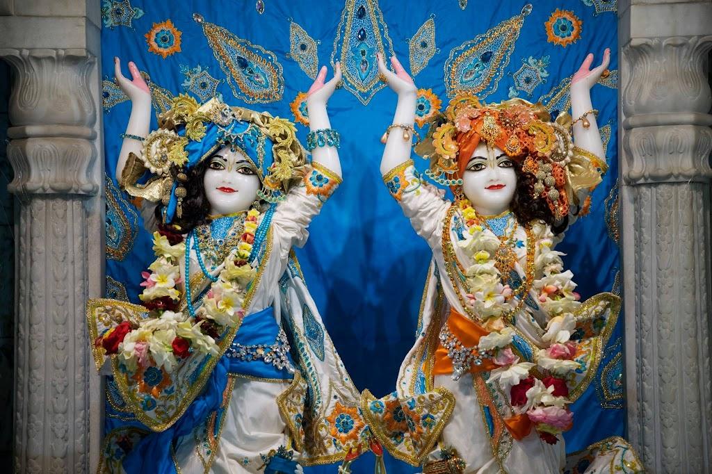 ISKCON New Govardhan Deity Darshan 08 Dec 2016 (14)