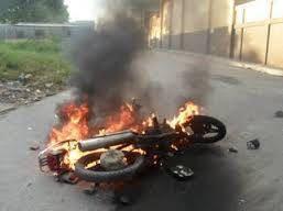 Joven quema motor porque se había accidentado varias veces en él