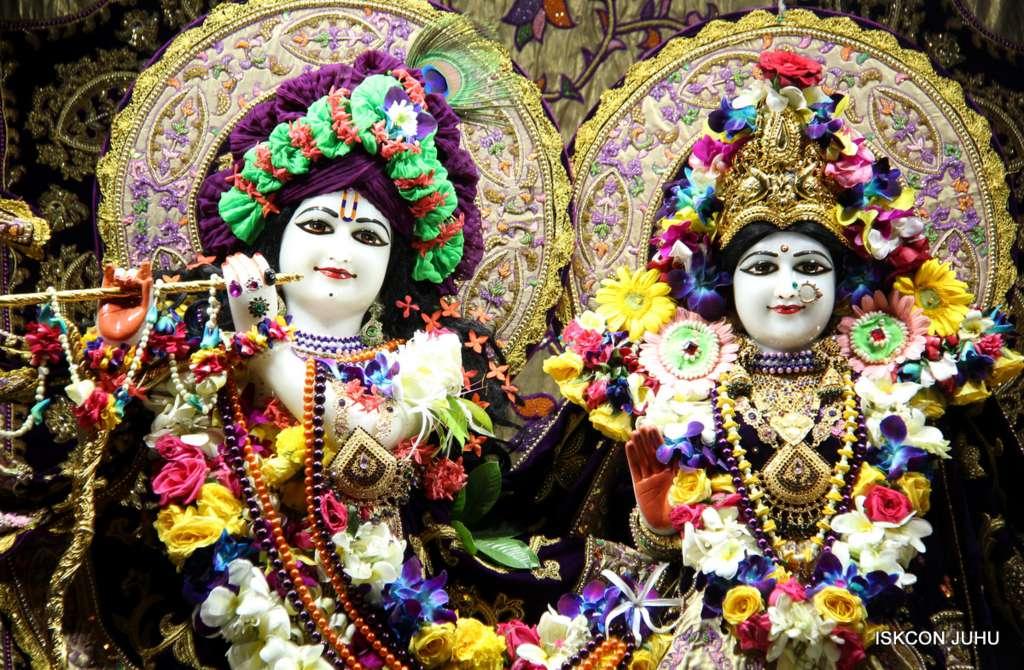00 ISKCON Juhu Sringar Deity Darshan 19 Dec 2015 (11)