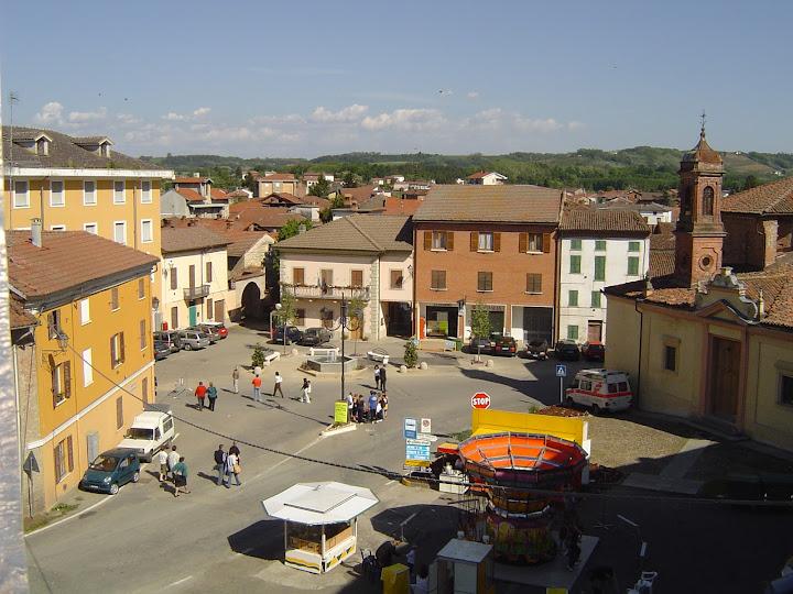 Piazza Est - piazza4.JPG