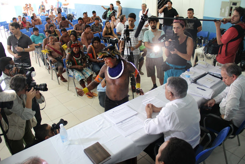 About seventy Xikrin Kayapo leaders in Altamira for the first of a series of talks between the indigenous communities along the Xingu River in the Brazilian Amazon affected by the Belo Monte Dam and the dam-building consortium Norte Energia. Credit: Rafael Salazar