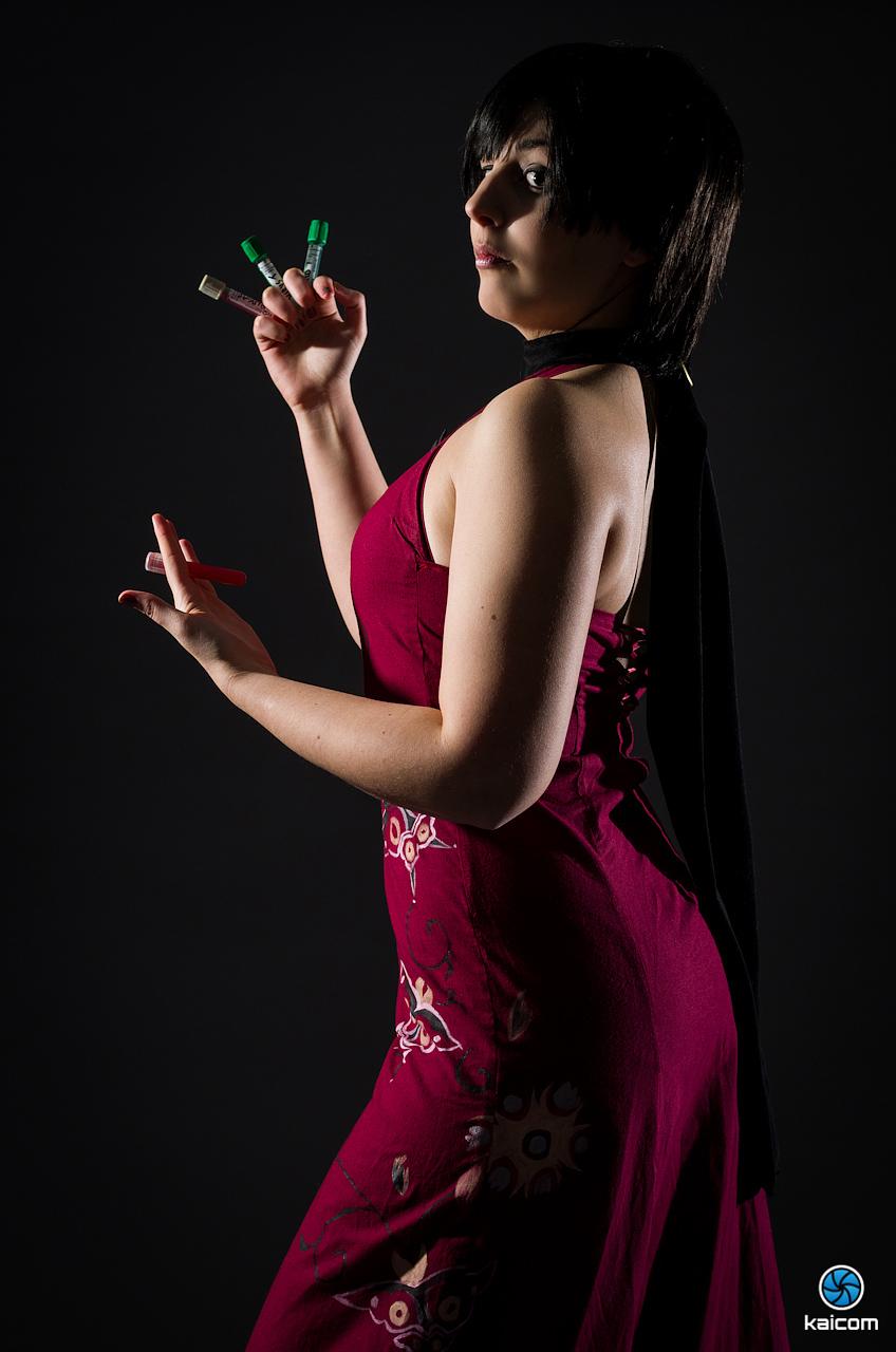 Siêu điệp viên Ada Wong khoe chân dài cực gợi cảm - Ảnh 9