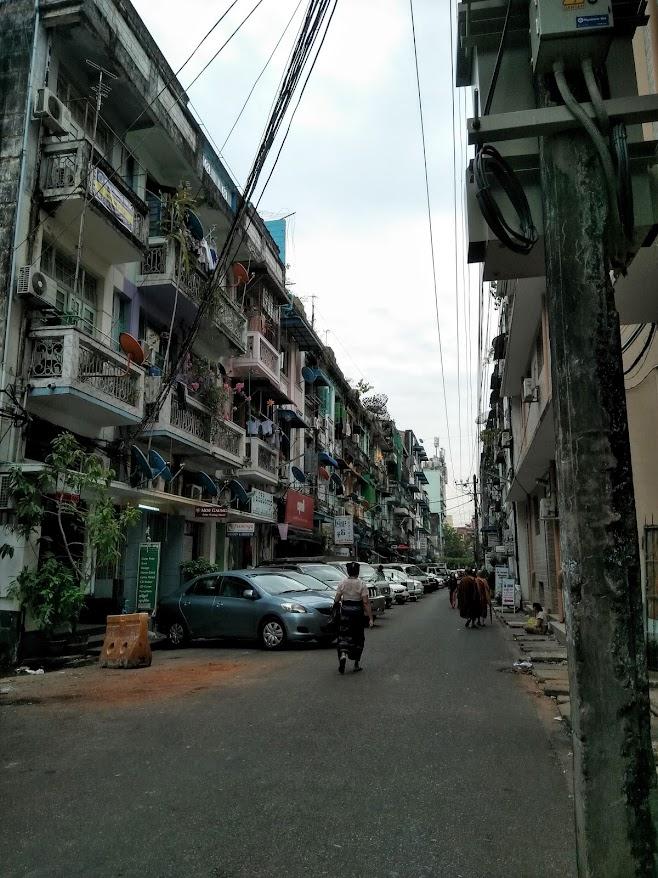 ヤンゴンの裏路地