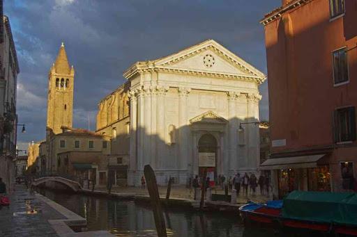 Église San Barnaba à Venise.