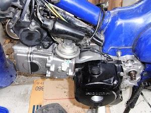カブのエンジンを車体に載せる