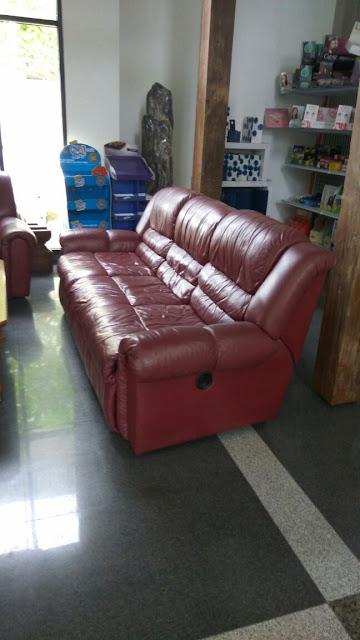 service sofa kulit asli di bekasi