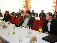 A hátsó sorban az első Szajkó Richárd, Baraca polgármestere.JPG